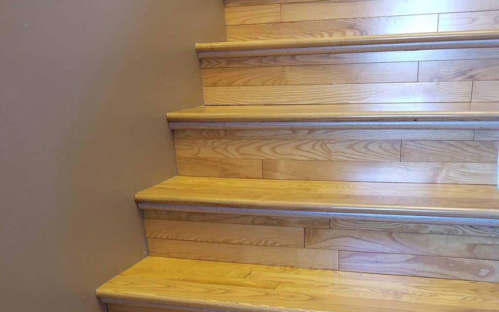 Jenny's-Cleaning-Service-Hardwood-Stairs